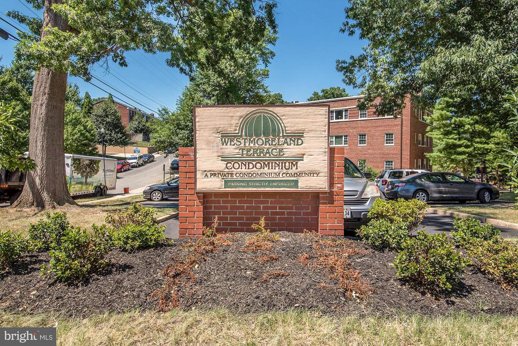 Short walk to Rosslyn Metro! - 1336 ODE ST #8, ARLINGTON