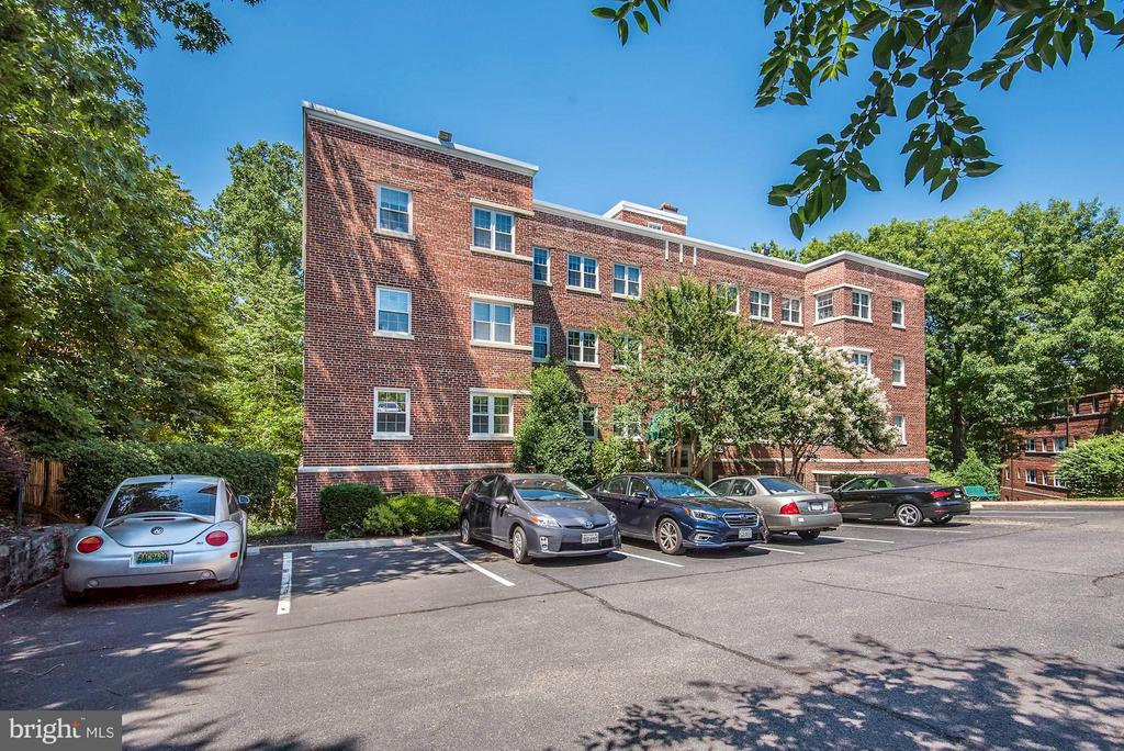 Off-street parking right out front! - 1336 ODE ST #8, ARLINGTON