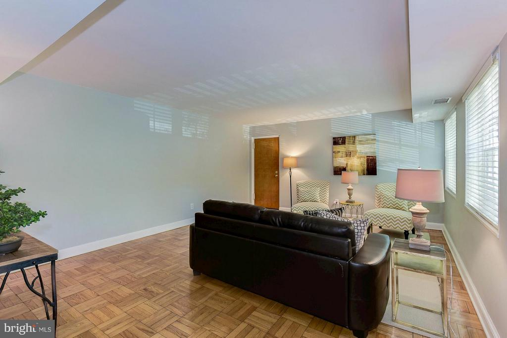672 sq ft - one of the largest 1 BRs in community - 1336 ODE ST #8, ARLINGTON