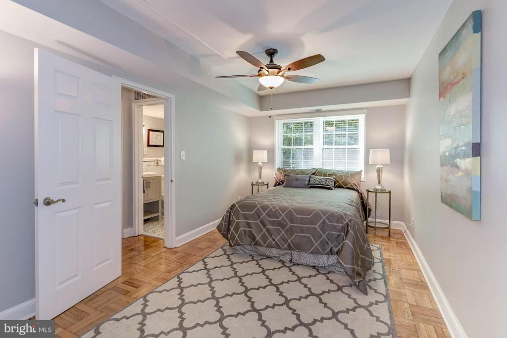 Spacious master bedroom - 1336 ODE ST #8, ARLINGTON