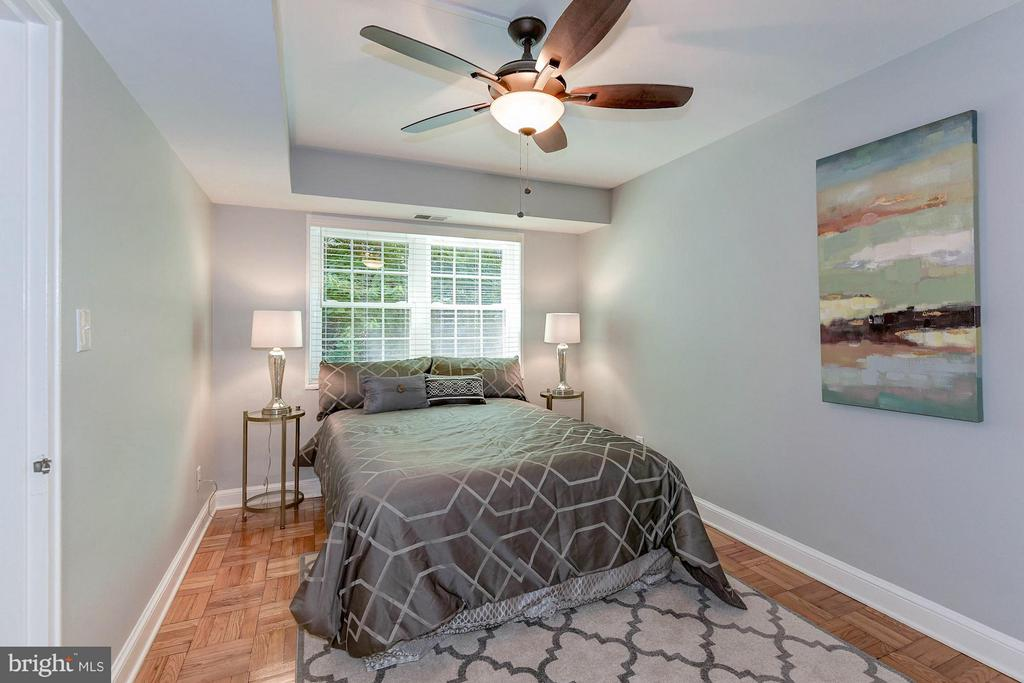 Ceiling fan & great natural light - 1336 ODE ST #8, ARLINGTON