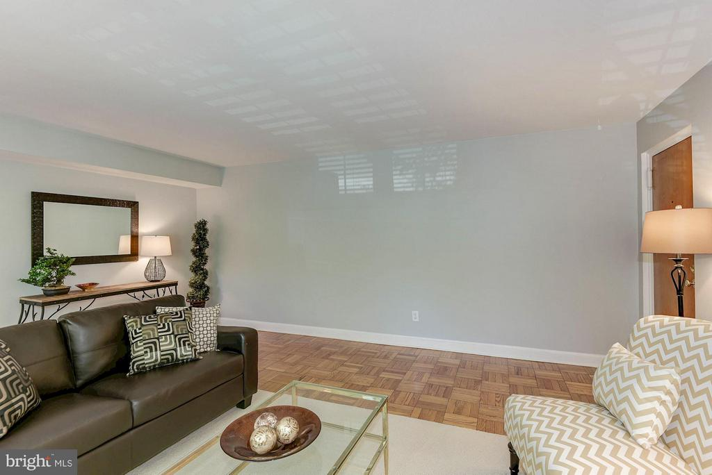 Excellent natural light! - 1336 ODE ST #8, ARLINGTON