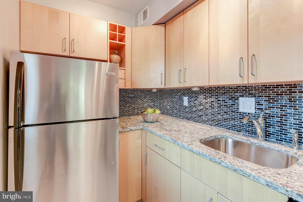 Stainless steel appliances - 1336 ODE ST #8, ARLINGTON