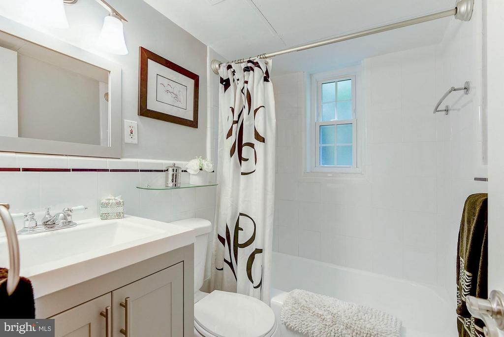 Brand new vanity, toilet shower head, tile floors! - 1336 ODE ST #8, ARLINGTON