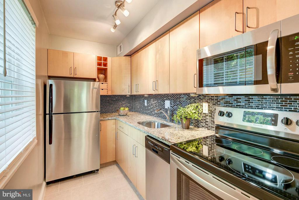 Gorgeous kitchen renovation just completed! - 1336 ODE ST #8, ARLINGTON