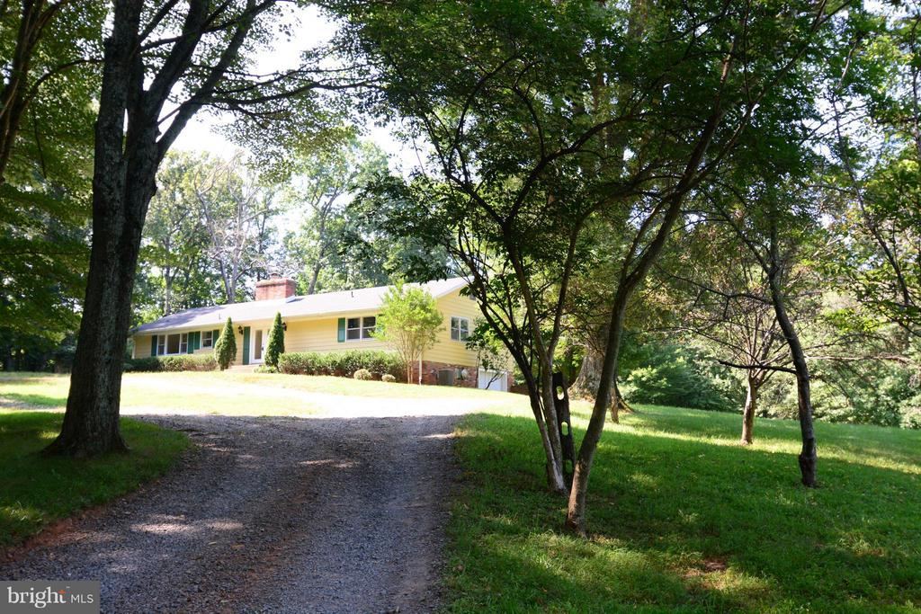 HOME SITS BACK FROM THE ROAD FOR PRIVACY - 10215 HUNTER VALLEY RD, VIENNA