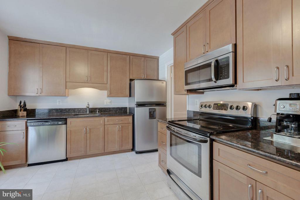 Kitchen - 7081 LEESTONE ST, SPRINGFIELD