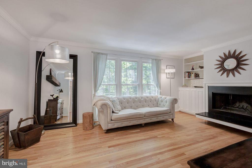 Living Room - 7081 LEESTONE ST, SPRINGFIELD