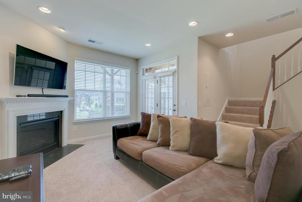 Family Room - 250 WOODSTREAM BLVD, STAFFORD