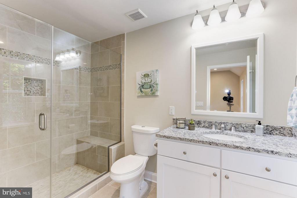 Upper Bath (Master) #2 - 4812 VILLAGE DR, FAIRFAX