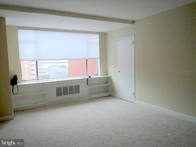 Carpeted Living Area - 1021 ARLINGTON BLVD #1017, ARLINGTON