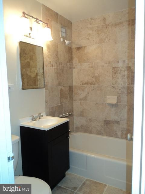Full Bathroom - 1021 ARLINGTON BLVD #1017, ARLINGTON