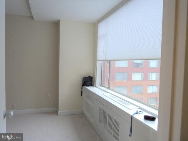 Large Window in Living Area - 1021 ARLINGTON BLVD #1017, ARLINGTON