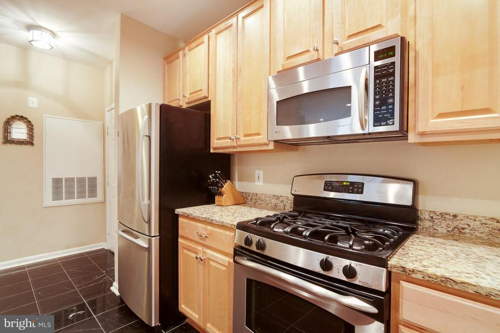 Open Kitchen with granite and stainless - 12000 MARKET ST #151, RESTON