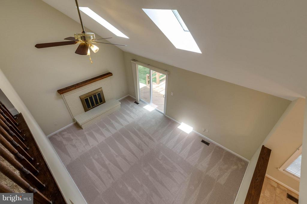 Look how much room you will have for gatherings - 9820 WESTWOOD MANOR CT, BURKE