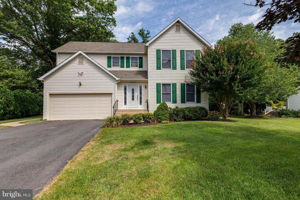 Curb appeal is amazing! Welcome Home! - 9820 WESTWOOD MANOR CT, BURKE