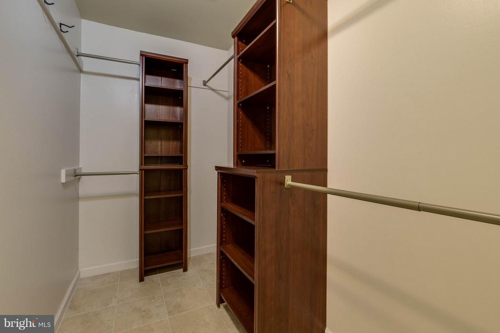 What an incredible walk in closet! - 9820 WESTWOOD MANOR CT, BURKE