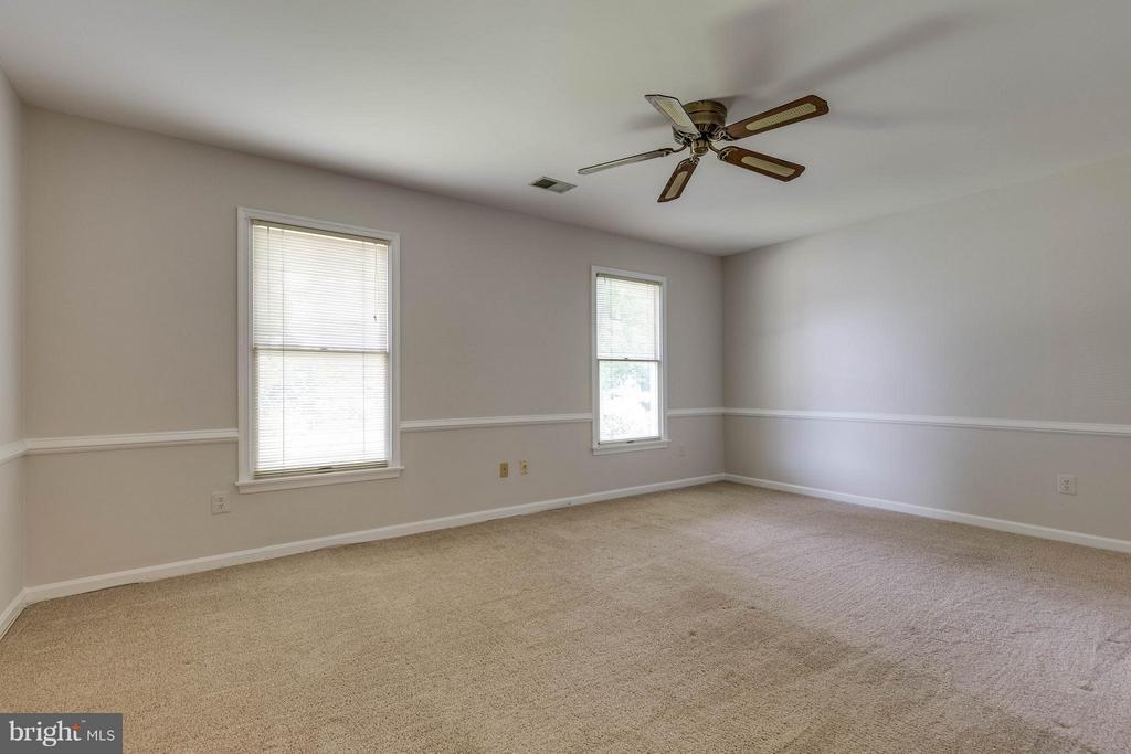 Fresh paint, ceiling fan and so much light! - 9820 WESTWOOD MANOR CT, BURKE