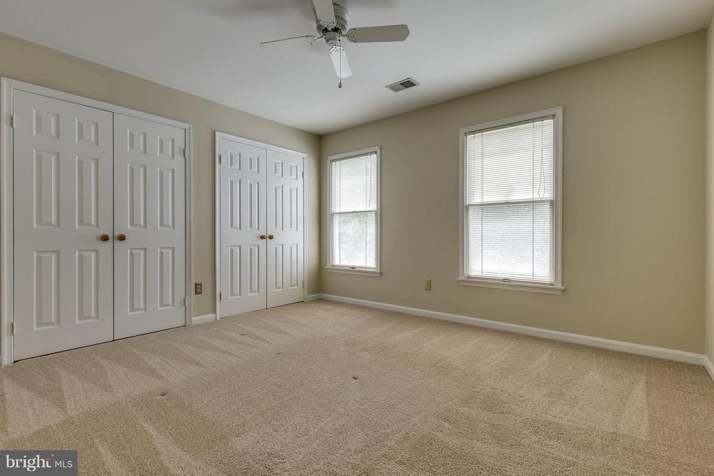 More closets and another ceiling fan.  Yeah! - 9820 WESTWOOD MANOR CT, BURKE