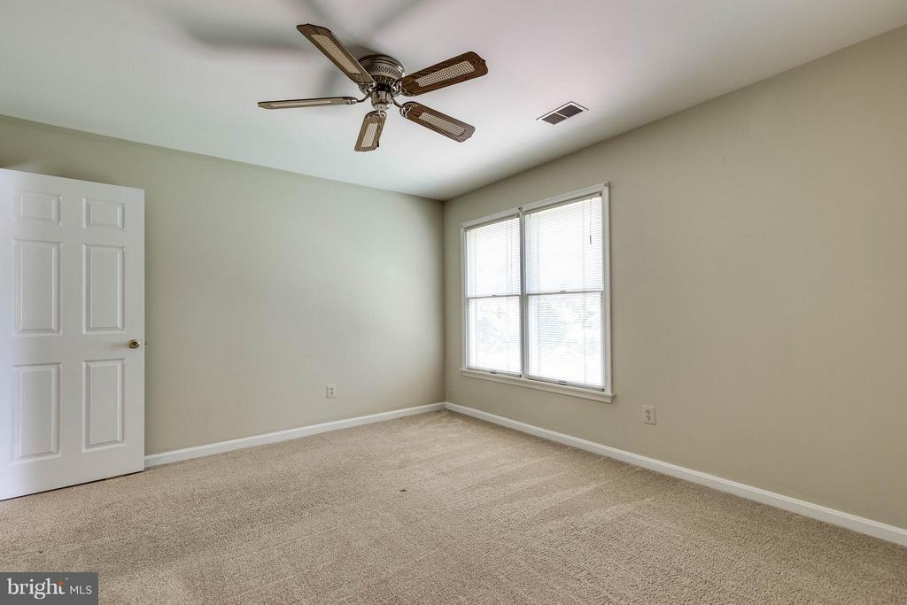 Even the 4th bedroom is spacious! - 9820 WESTWOOD MANOR CT, BURKE