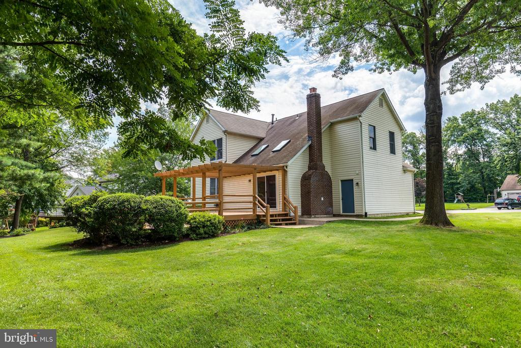 No matter the viewpoint, it's lovely!  It's Home! - 9820 WESTWOOD MANOR CT, BURKE