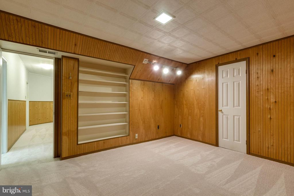 An office? Spare bedroom, playroom? Choices! - 9820 WESTWOOD MANOR CT, BURKE