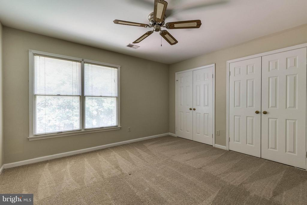 2nd bedroom is very roomy, with great closet space - 9820 WESTWOOD MANOR CT, BURKE