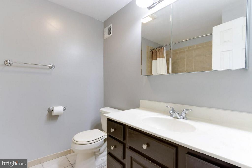 2nd full bath in upstairs hallway - 11564 IVY BUSH CT, RESTON