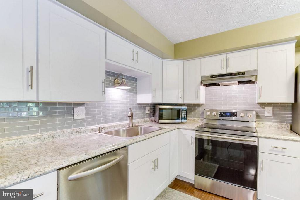 Kitchen - 11564 IVY BUSH CT, RESTON