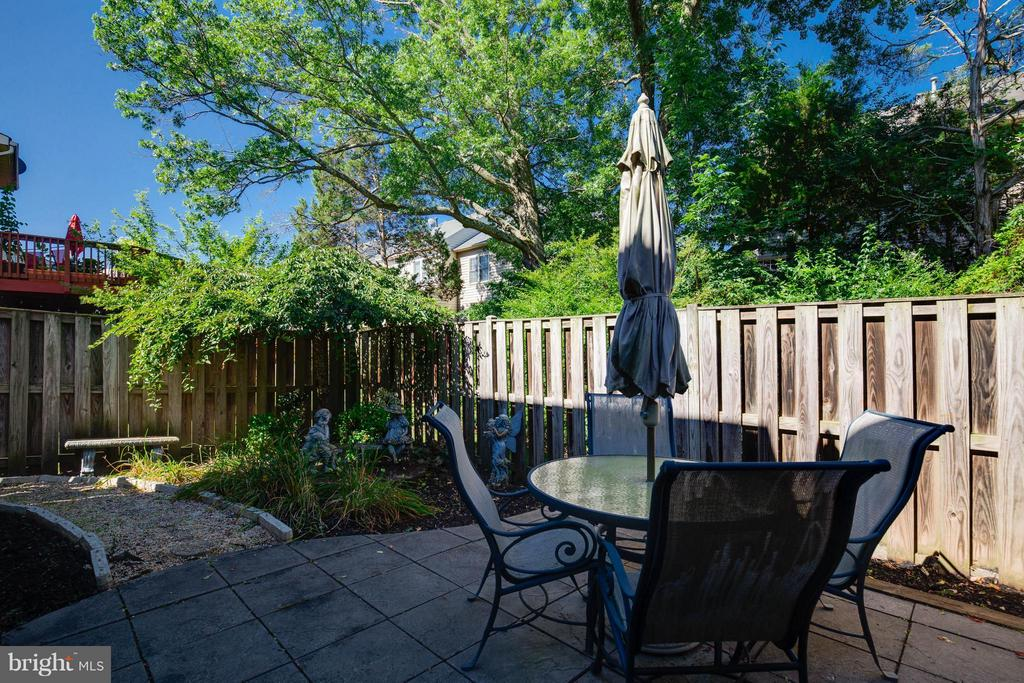 Lovely Outdoor Private Space - 25431 MORSE DR, CHANTILLY