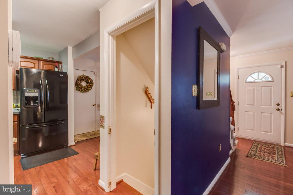 View of hall and entrance to kitchen - 14376 SPRINGBROOK CT, WOODBRIDGE