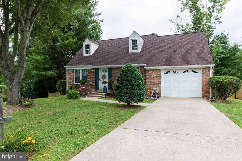 1 car garage with ample parking - 14376 SPRINGBROOK CT, WOODBRIDGE