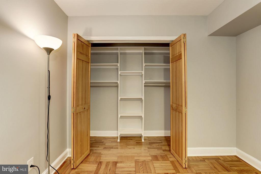 Custom closet storage - 1336 ODE ST #16, ARLINGTON