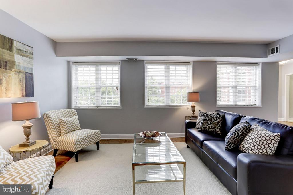 Excellent natural light! - 1336 ODE ST #16, ARLINGTON