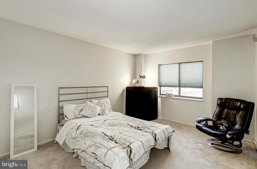 Bedroom 2 - 5904 MOUNT EAGLE DR #118, ALEXANDRIA