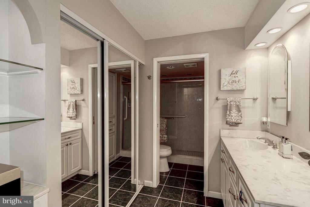 Master Bathroom - 5904 MOUNT EAGLE DR #118, ALEXANDRIA
