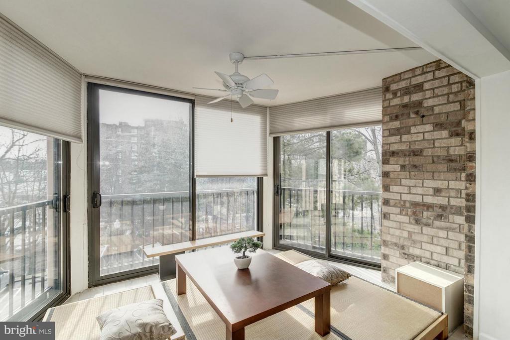 Balcony / Sunroom - 5904 MOUNT EAGLE DR #118, ALEXANDRIA