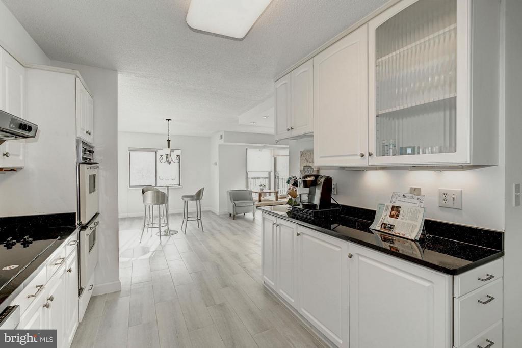 Kitchen - 5904 MOUNT EAGLE DR #118, ALEXANDRIA