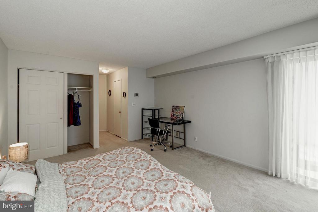 Master Bedroom - 5904 MOUNT EAGLE DR #118, ALEXANDRIA