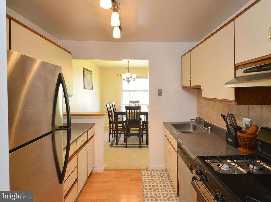 Kitchen - 1935 WILSON LN #301, MCLEAN