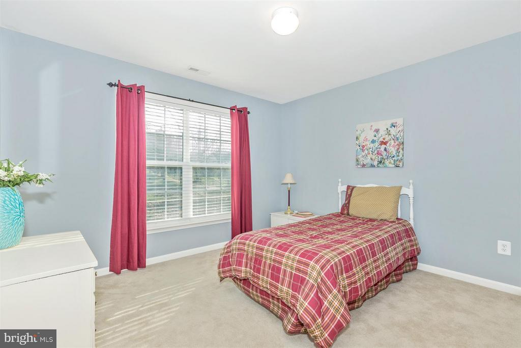Large 2nd bedroom! - 6653 SOUTH CLIFTON RD, FREDERICK