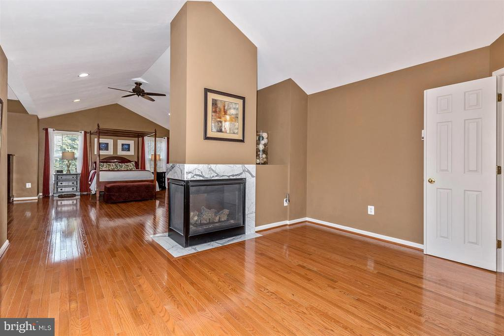 Large sitting area to view the fire! - 6653 SOUTH CLIFTON RD, FREDERICK