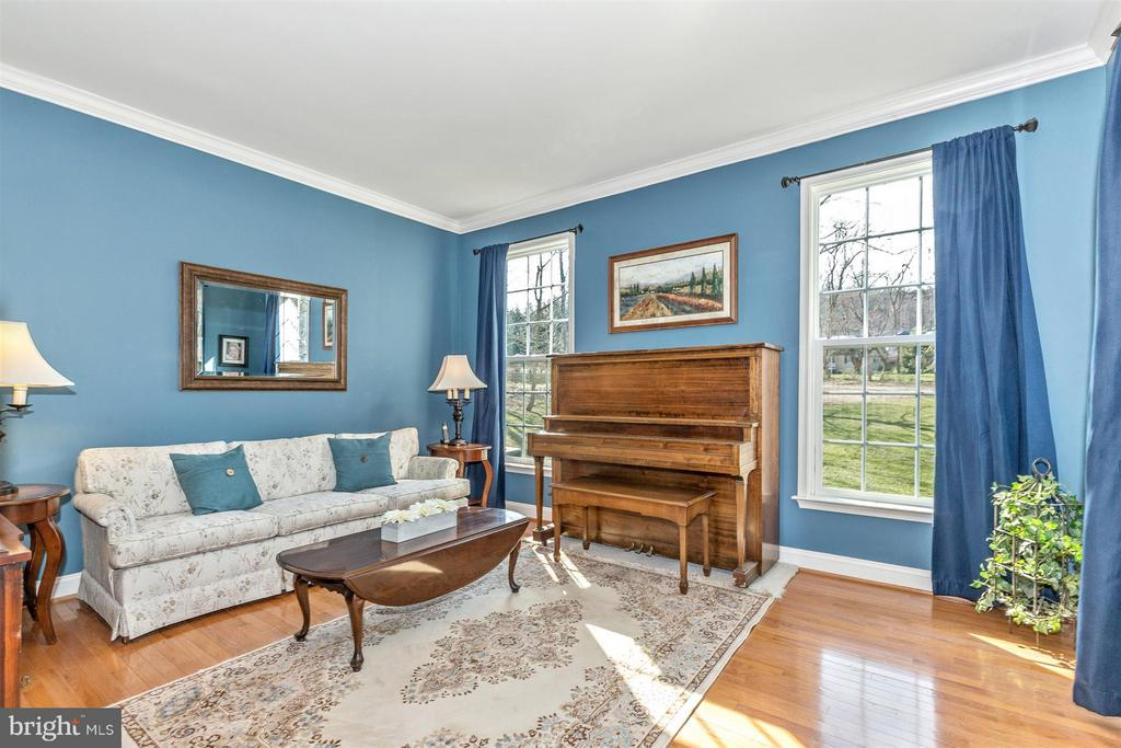 Private living room. - 6653 SOUTH CLIFTON RD, FREDERICK