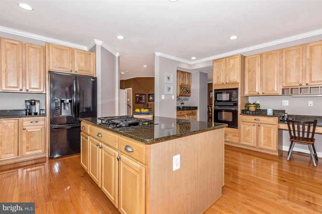 Tons of cabinet and counter space! - 6653 SOUTH CLIFTON RD, FREDERICK