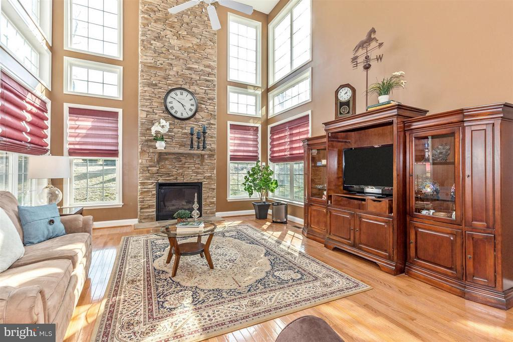 2 story great room with tons of light! - 6653 SOUTH CLIFTON RD, FREDERICK