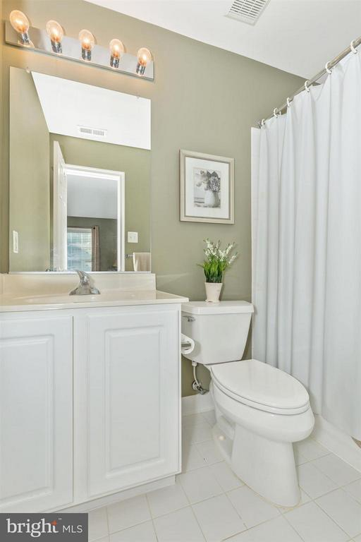 Private bath for 4th bedroom! - 6653 SOUTH CLIFTON RD, FREDERICK