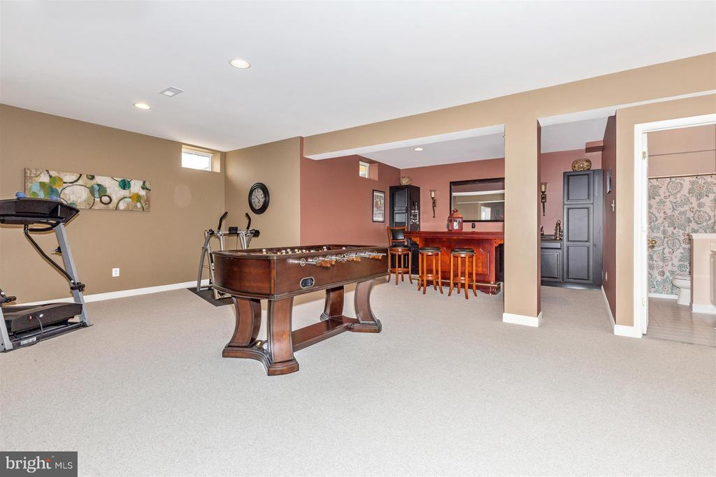 Massive basement w built in bar w frig/wine cooler - 6653 SOUTH CLIFTON RD, FREDERICK