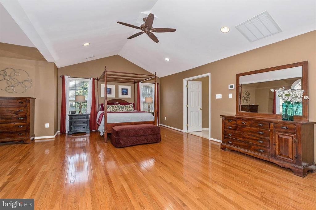 Huge Master suite! - 6653 SOUTH CLIFTON RD, FREDERICK