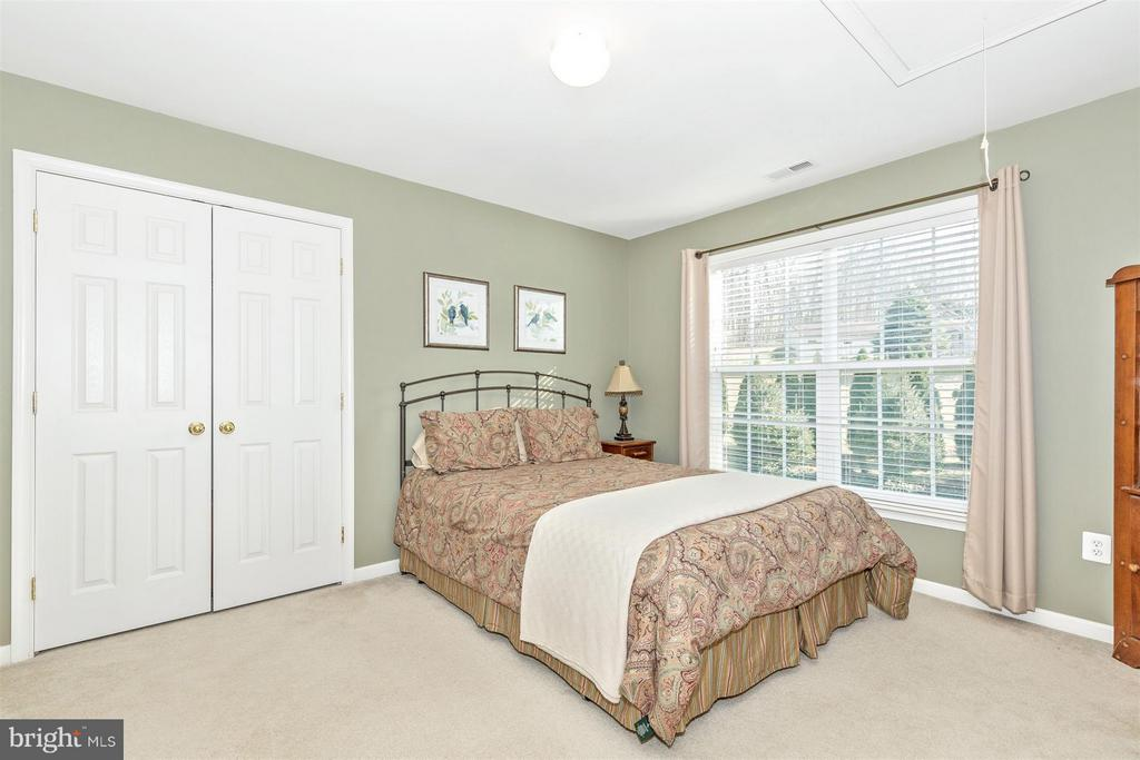 Large 4th bedroom w tons of light! - 6653 SOUTH CLIFTON RD, FREDERICK