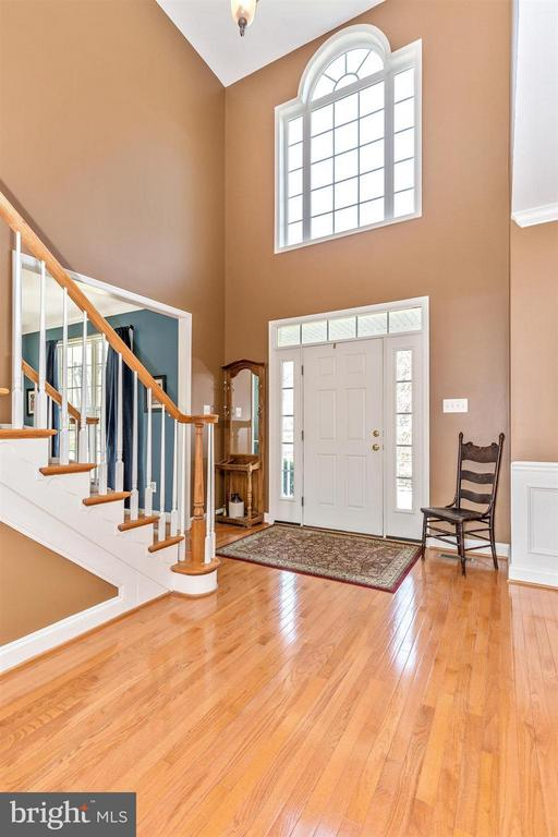 Inviting 2 story foyer! - 6653 SOUTH CLIFTON RD, FREDERICK